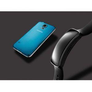 Samsung Galaxy S5 og Gear Fit (Foto: Samsung)