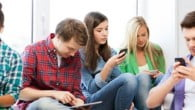 I Frankrig anses børn og unges brug af mobile enheder som et sundhedsproblem. Regeringen vil nu lovgive på området.