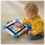 Barn med iPad i Fisherprice-cover (Foto: Fisherprice)