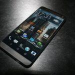 Billede lækket af HTC One+ (Kilde: Russisk Hjemmeside: http://mobiltelefon.ru/post_1391628151.html )