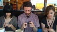 Brug af smartphonen når man burde koncentrere sig om de mennesker omkring en har nu fået sit eget ord. Det hedder phubbing.
