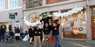 Kø til iPhone 6 foran 3 butikken i Roskilde