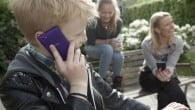 Hele otte ud af ti vil have smartphonen fjernet fra de danske skoler. Børnene efterlyser regler.