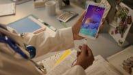 Samsungs populære phablet-serie får fra i dag af et nyt medlem. Galaxy Note 4 rammer, med lidt forsinkelse, de danske butikshylder.