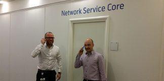 Telenors netværksdirektør Kim Krogh Andersen og core program manager Anders Jacobsen fra Nokia Networks. (Foto: Telenor)