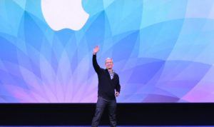 Apples CEO Tim Cook ved præsentationen af Apple Watch.