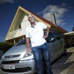 Henrik Larsen er første dansker, der har købt en bil med smartphonen (Foto: MeeWallet)