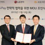 Her offentliggøres den nye mobilbetalingstjeneste LG Pay Fra venstre Shinhan Card-chef Wi Sung-ho, i midten LG Mobile-chef Juno Cho og til højre Kim Duk-soo, chef for KB Kookmin Card (Foto: LG)