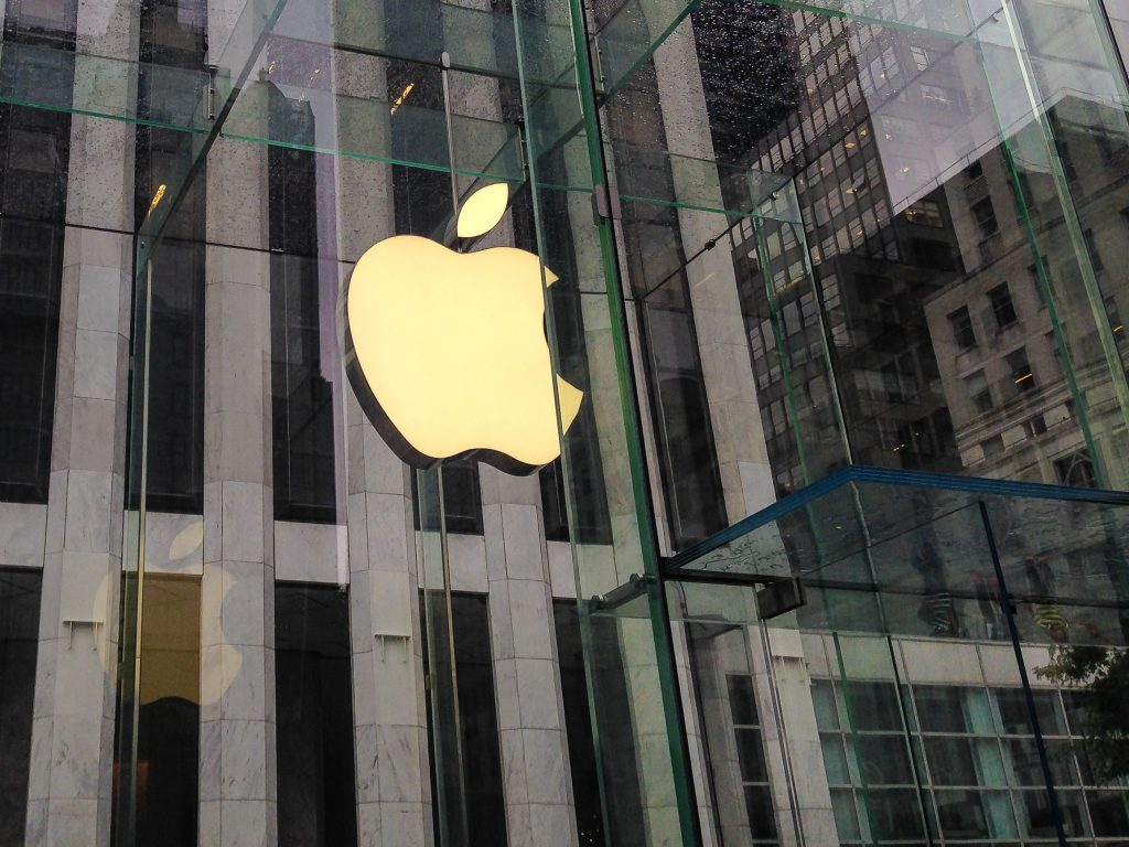 Apple logoet over Apple Store på 5th Avenue i New York (Foto: MereMobil.dk)