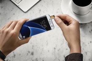 Galaxy S7 og S7 Edge understøtter MicroSD-kort (Foto: Samsung)