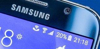 Her ses symbol for Wi-Fi Calling på en Samsung-telefon