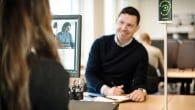 Støj i åbne kontormiljøer generer dagligt mange medarbejdere. SoundEar er en sladrehank som kan analysere hvor slemt det står til.
