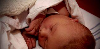 Nyfødt baby (Foto: MereMobil.dk)