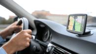 """TomTom er klar med en ny innovativ navigationsenhed, der bruger smartphonen til at forøge """"intelligensen"""" og til håndfri telefonopkald via Bluetooth."""