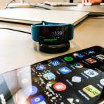 Samsung Gear Fit 2 sammen med Huawei P9 Plus (Foto: MereMobil.dk)