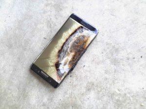 Samsung Galaxy Note 7 med eksploret batteri, forside