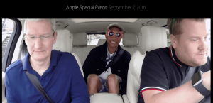 Tim Cook, Pharell Williams og James Cordon i bilen på vej mod Apple Event onsdag den 7. september 2016 (Foto: MereMobil.dk)