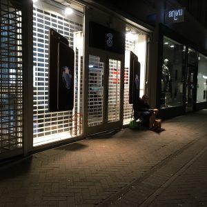 iPhone-fan i kø foran 3Butikken i Odense (Foto: MereMobil.dk)