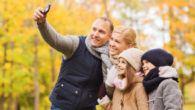 Mobilener den faste rejseledsager, men hvordan denbruges på ferien afhænger af hvilken generation du er fra, viser ny undersøgelse.
