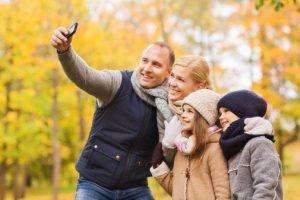 Efterårsferien bruges med mobilen (Foto: Telia)