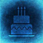 Fødselsdagskage med 3 lys i (Foto: Pixabay.com)