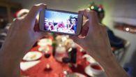 Vi er gode til at lægge mobilen væk, når julemaden kommer på bordet, viser friske tal fra TDC og 3.