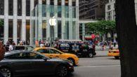REGNSKAB: Et helt år med faldende iPhone salgstal er vendt til en rekordfremgang, der trækker Apple Watch og Mac-computere med op.