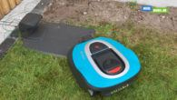BLOG DEL 2: Tag med på robotplæneklipperens jomfrurejse i min have, hvor jagten på knivene til maskinen også blev sat ind.