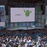 Sundar Pichai annoncerer Google har nået milepæl på 2 milliarder aktive Android-enheder til Google I/O 2017