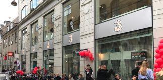 Danskerne har lagt sig i kø foran 3Huset på Strøget i København forud for den eksklusive salgsstart på OnePlus 5 (Foto: 3)