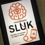 """""""Sluk - kunsten at overleve i en digital verden"""" af Imran Rashid."""