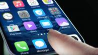 VIDEO: Her er fingeraftrykslæseren indbygget direkte i skærmen. Læg fingeren på skærmen, og smartphonen åbner.