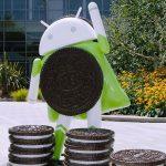 "Android 8.0 Oreo maskotten ""Superwoman"" foran Googleplex (Kilde: Android Twitter.com)"