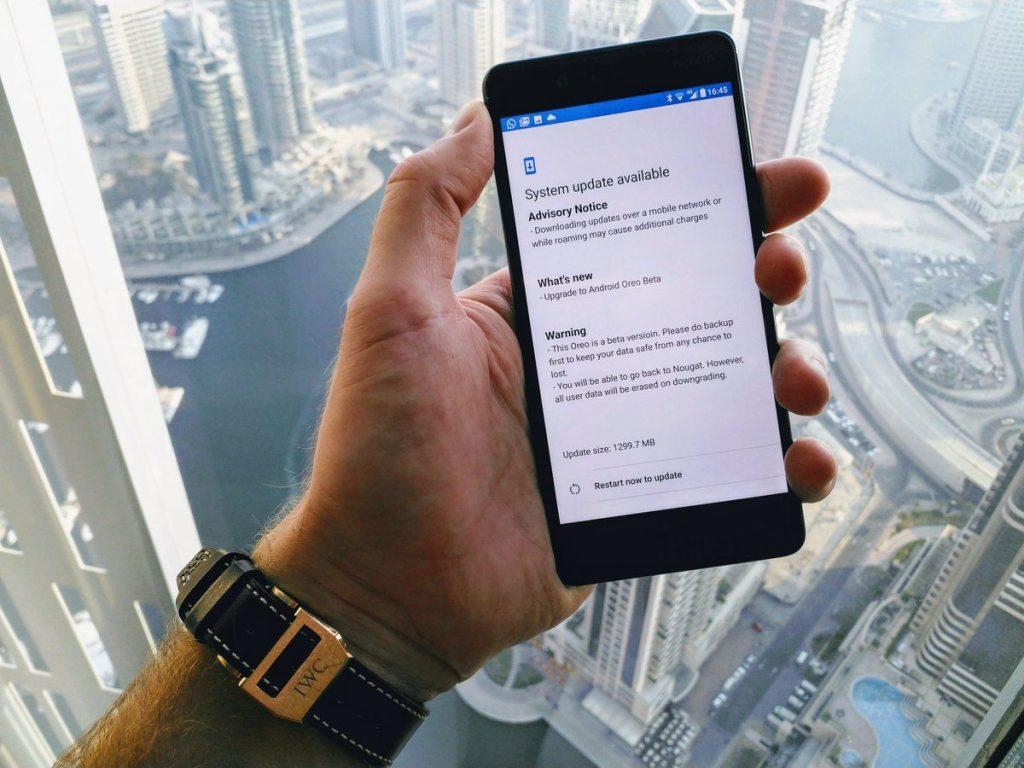 Produktchef i HMD Global, Juho Sarvikas, teaser for Android 8.0 Oreo på Nokia 8 (Foto: Juho Sarvikas)