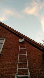 Miniparabol som sender signalet til nærmeste site (Foto: SkyWire)