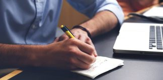 Skrivebord, blyant, blok