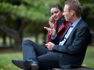 Personer der taler i telefon (Foto: Miljøfoto 3.dk)
