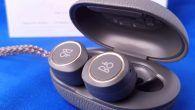 TEST: B&O's in-ear headset Beoplay E8 skuffer på lyden, men produktdesignet er lækkert. Særligt opbevaringsæsken er genial.