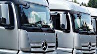 Væsentligt flere lastbilchauffører, end privatbilister, roder i blandt andet smartphonen under kørslen. Gør du?