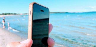 Smartphone på stranden