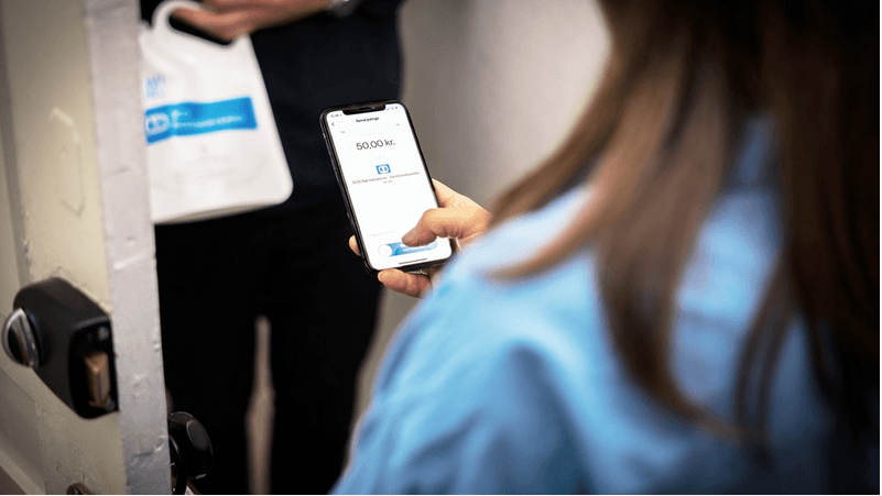 Billede, der viser en betaling med MobilePay ved en indsamling (Foto: MobilePay)