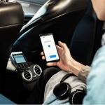 Billede, der viser en betaling med MobilePay Point of Sale i en taxa (Foto: MobilePay)