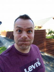 Selfieportræt med Motorola On
