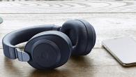 Jabra Elite 85h reducerer støj fra opgivelserne og optimerer musik- og samtalekvaliteten. Passerende biler filtreres lynhurtigt ud af lydbilledet.