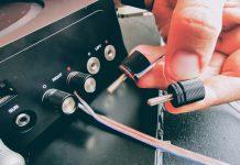 Bagsiden af Sonos Amp