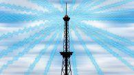 HOLDNING: På med sølvpapirshatten. 5G-nettet er på vej og nu falder fuglene snart ned fra himlen… Og Jorden er forresten flad.