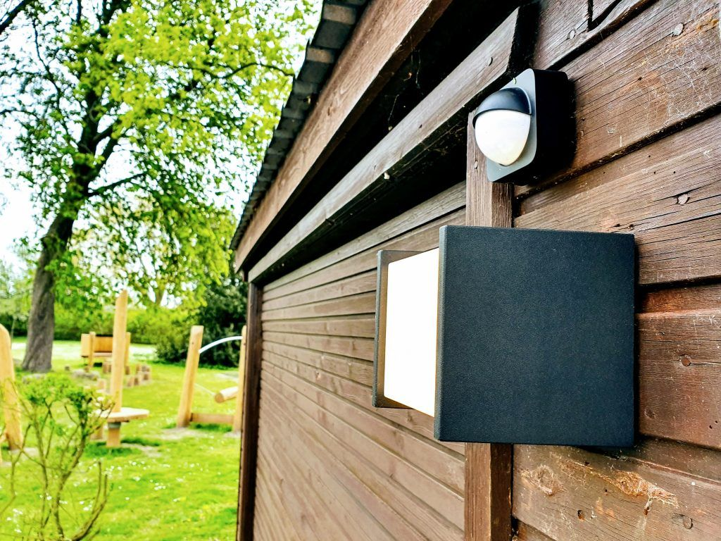 Philips Hue Fuzo udendørslampe med Hue Outdoor sensor