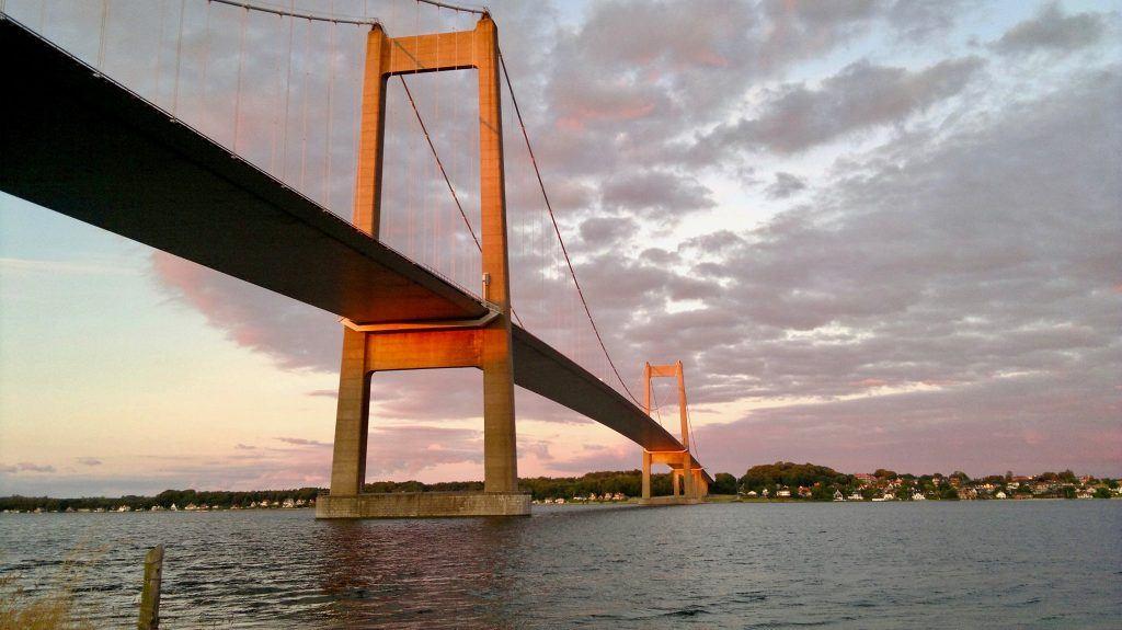 Et billede af den nye Lillebeltsbro taget med min Nokia N8. (Foto: Brian Gandø)
