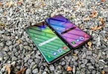 Samsung Galaxy S10+ (t.v.) og Samsung Galaxy S10 Lite (t.h.)