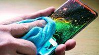 Læs her hvor længe coronavirus kan overleve på din mobil, samt hvad du kan gøre for at minimere smitterisikoen via telefonen.